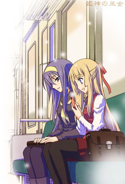 電車内の千華音と媛子